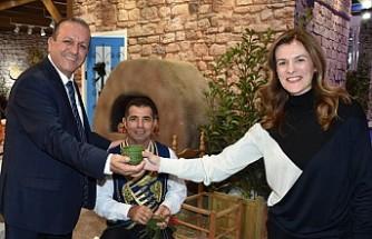 Londra Turizm Fuarında KKTC Tanıtımını Bakan Ataoğlu Yaptı