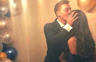 Mesut Özil ile Amine Gülşe nişanlandı