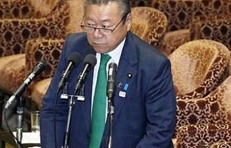 Japon Bakan, toplantıya üç dakika geç kalınca özür diledi