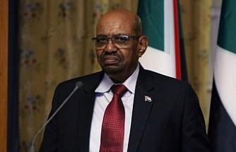 Sudan'da devrik lider Beşir hapishaneye nakledildi