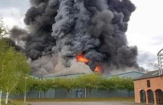 Havaalanı bitişiğinde korkutan yangın