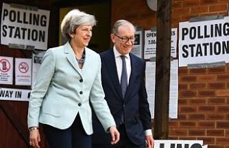 İngiltere'de Seçmen AP İçin Oy Verdi
