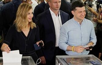 Ukrayna'da erken seçimden Zelenskiy'in partisi birinci çıktı