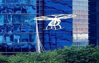 Dünyanın ilk uçan taksisi Singapur semalarında test edildi