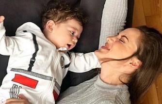 Fahriye Evcen oğlu Karan'ın fotoğrafını ilk kez paylaştı