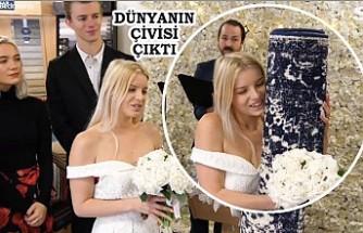 İngiliz genç bir kadın halı ile evlendi