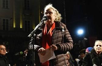 İsveçli gazeteci Doctare, Handke'ye tepki olarak Nobel madalyasını iade ediyor