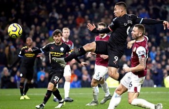 Manchester City, Burnley'yi 4 golle geçti