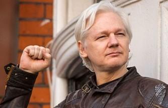 Julian Assange, hakim karşısına çıktı