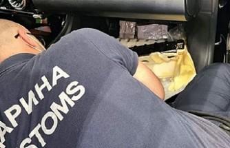 Tatilci Baba Oğulun Otomobile Gizlenen 220 Bin Euro'suna Sırbistan El Koydu
