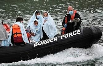 İngiltere'ye Geçmeye Çalışan 2'si Çocuk 4 Göçmen Manş Denizi'nde Boğuldu