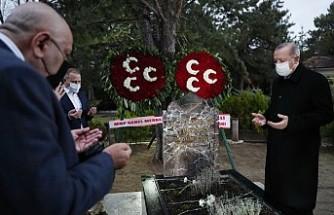 Cumhurbaşkanı Erdoğan, Türkeş'in Anıt Mezarını Ziyaret Etti