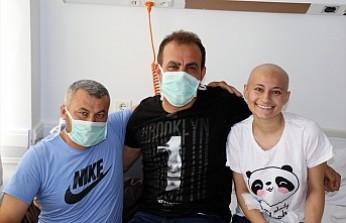 Haluk Levent, lösemi hastası baba ve kızı ziyaret etti