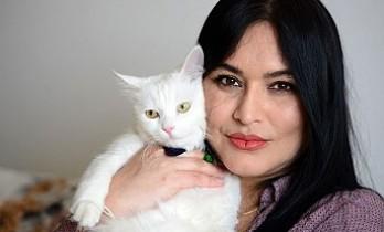 Kadın Gazeteci Ve Kedisi Klu, Kovid-19'u Nasıl Yendi