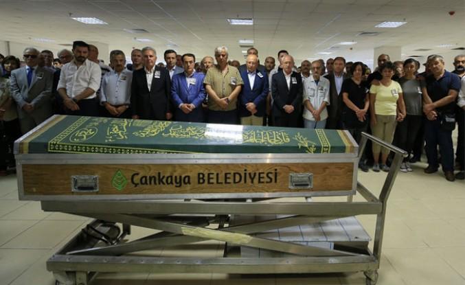 Gazeteci Özilhan son yolculuğuna uğurlandı
