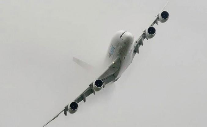 Ali Fırtınası İngiltere'de Hava Ulaşımını Etkiledi: Uçak piste inemedi