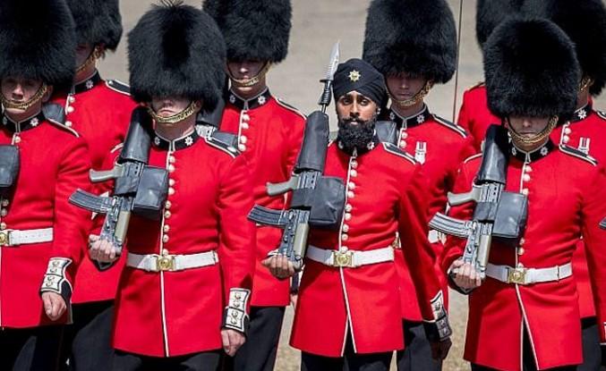 Türbanlı Kraliyet muhafızı ordudan atılabilir