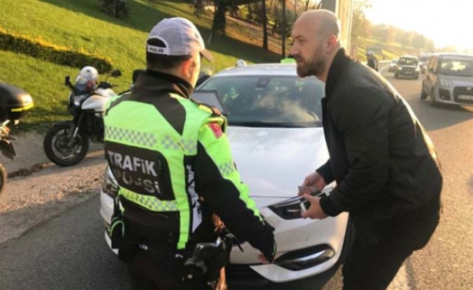 Emniyet şeridini ihlal eden sürücülere bin lira ceza kesildi