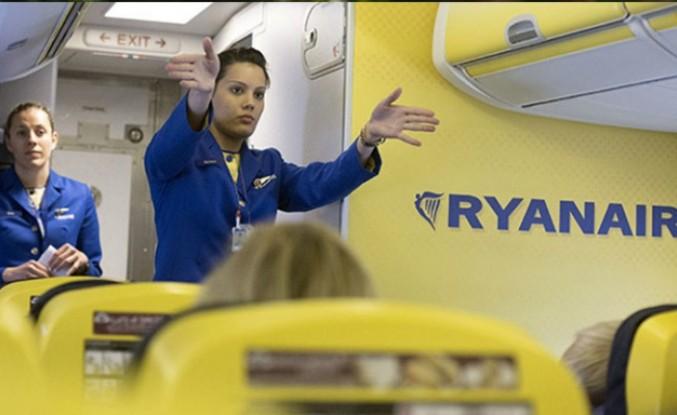 Ryanair 'havaalanında yerde uyuyan' çalışanlarını işten çıkardı