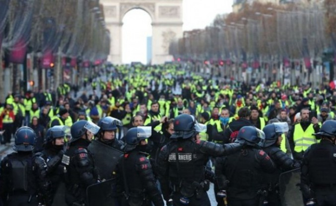 Sarı Yelekliler protestolarına polis müdahalesi
