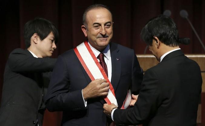 """Mevlüt Çavuşoğlu'na """"Japonya'nın en yüksek nişanı"""" takdim edildi"""