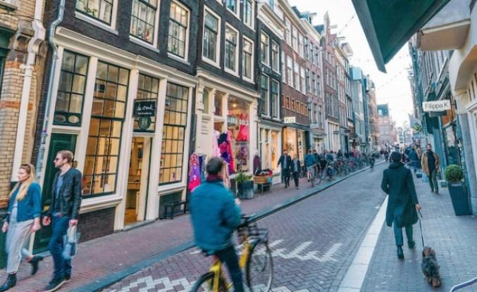 Amsterdam'ın ünlü sokağı koronavirüs tedbirleriyle açılıyor!