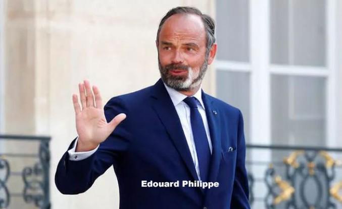 Fransa Başbakanı Philippe İstifa Etti