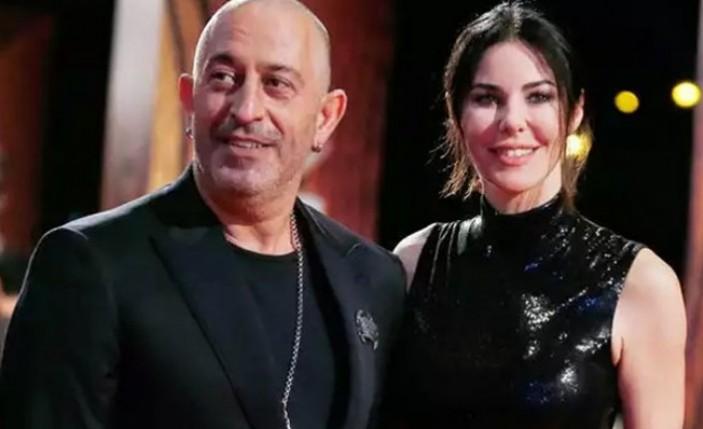 Cem Yılmaz ile Defne Samyeli birlikte sahnede