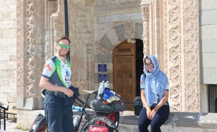 İngiltere'den bisikletle dünya turuna çıktılar