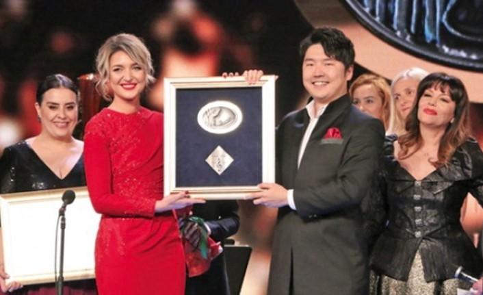 İki Türk sanatçıya Tiran'da ödül