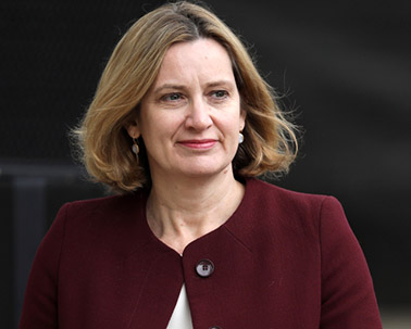 İngiltere'de Hükümet Göçmenlere Süresiz Oturma Vizesini Tartışıyor